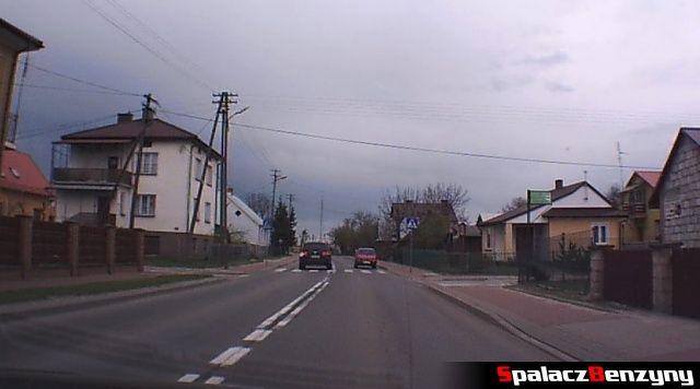 Wyprzedzanie na przejściu dla pieszych przez VW Touareg