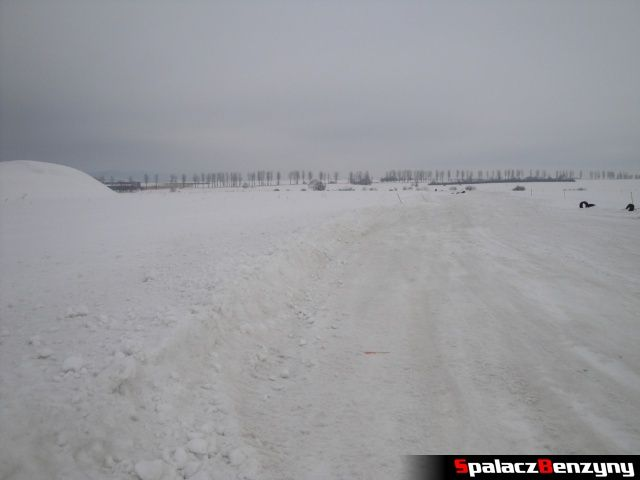 Wysokie pobocze na torze Snow Fun w Nowym Targu