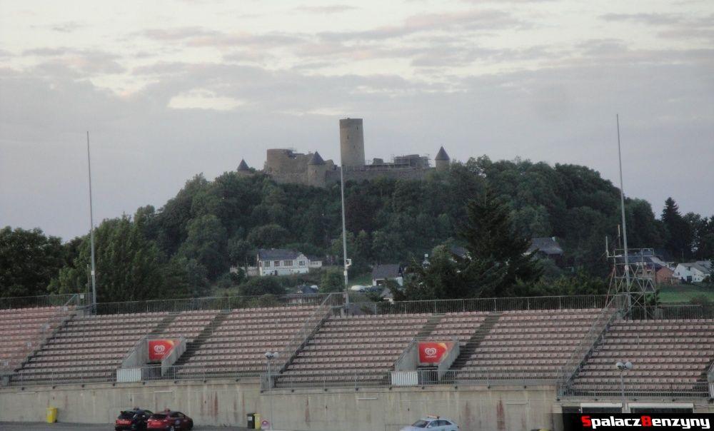 Zamek Nurburg widok z Dorint Am Nurburgring Hocheifel