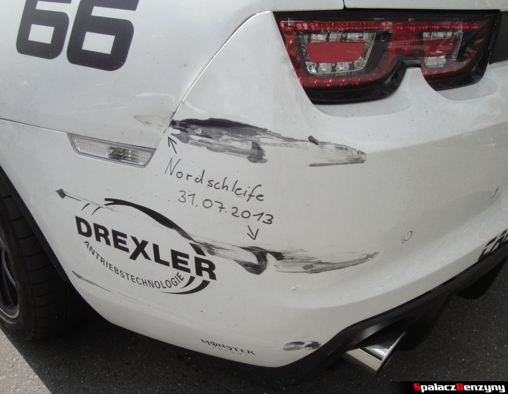 Zarysowany zderzak Camaro z podpisem na Nurburgring Nordschleife