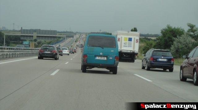 Zator na 3 pasmowej niemieckiej autostradzie