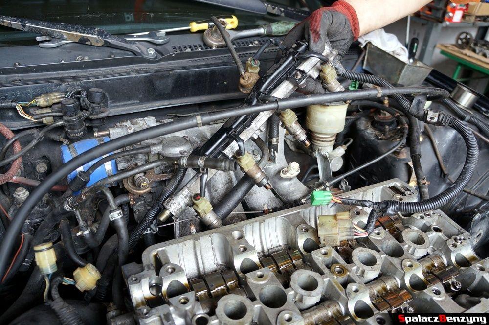 Zdejmowanie listwy wtryskowej w Honda Civic
