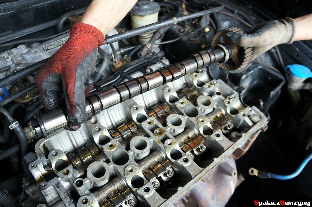 Zdejmowanie wałka rozrządu w Honda Civic