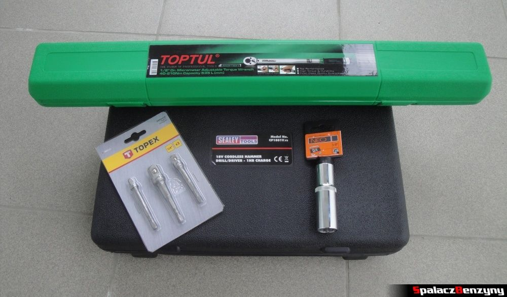 Zestaw narzędzi, klucz dynamometryczny i wkrętarka