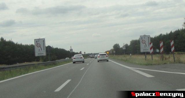 Zmiana pasa podczas remontu na niemieckiej autostradzie