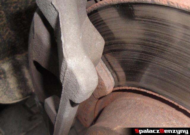 Zużyty klocek hamulcowy tylny w Audi A4 B8