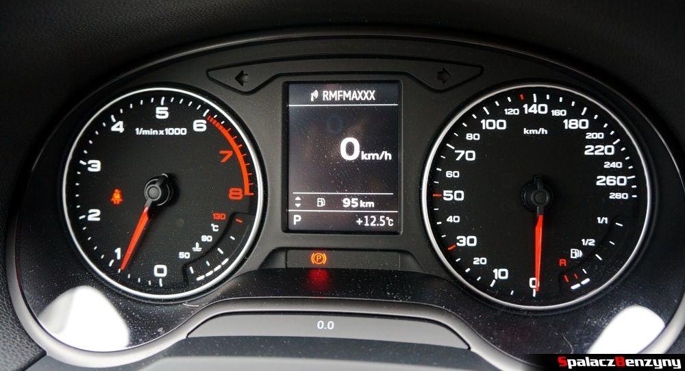 cyfrowe wskazanie poziomu paliwa w Audi A3 1.4 TFSI