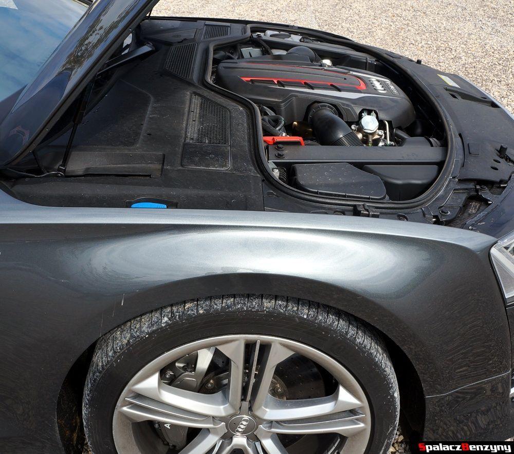 Silnik Audi S8 4.0 TFSI 2015 względem przedniej osi