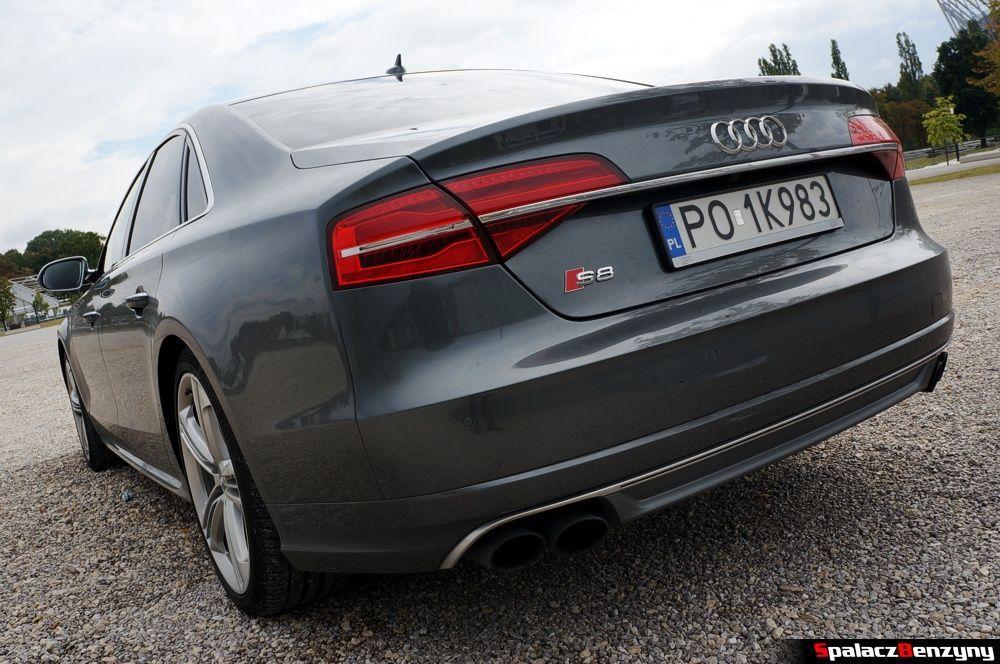 Tylny zderzak i wydech Audi S8 4.0 TFSI 2015