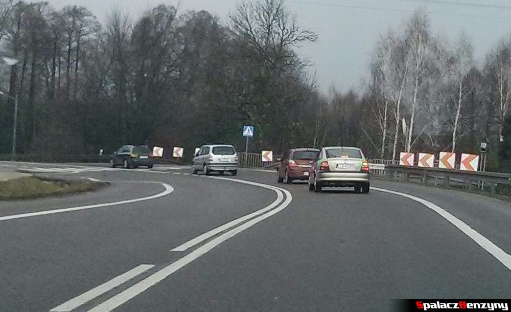 Zbyt krótki dystans między autami