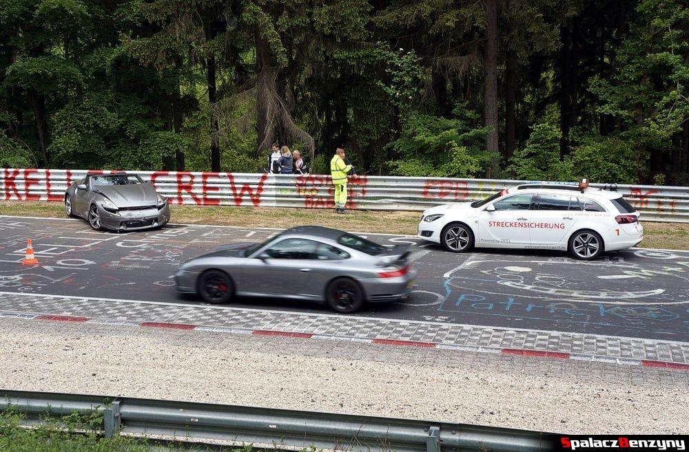 Kolizja i uszkodzone auto na Nurburgring Nordschleife 2015