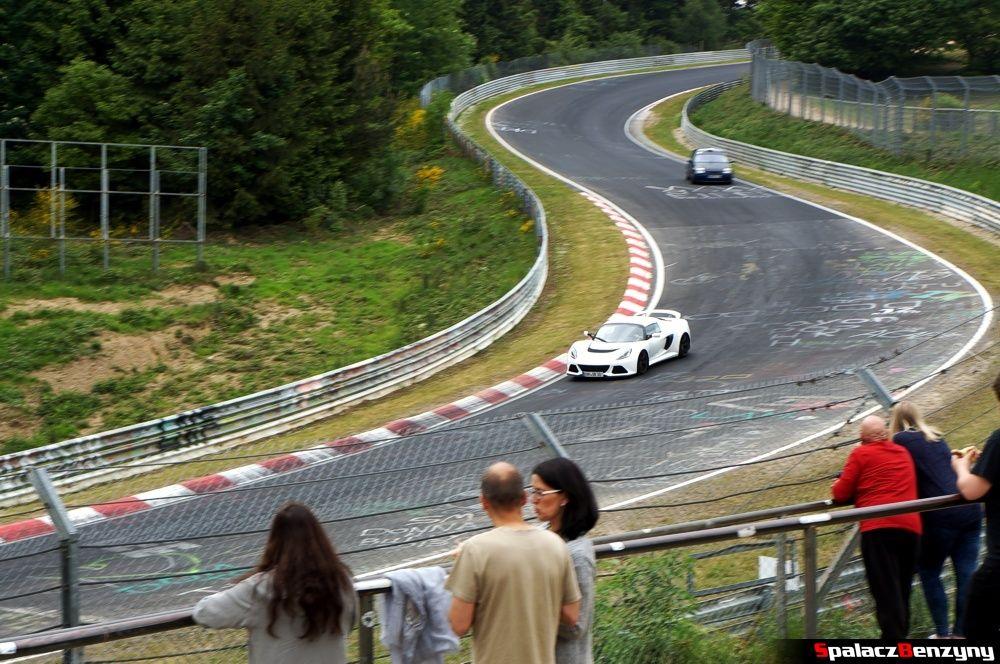 Lotus biały na Nurburgring Nordschleife 2015