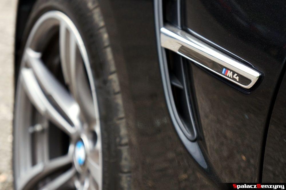 BMW M4 plakieta na błotniku na Nurburgring Nordschleife 2015