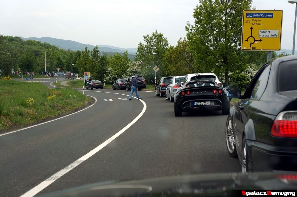Oczekiwanie na wjazd na Nurburgring Nordschleife 2015