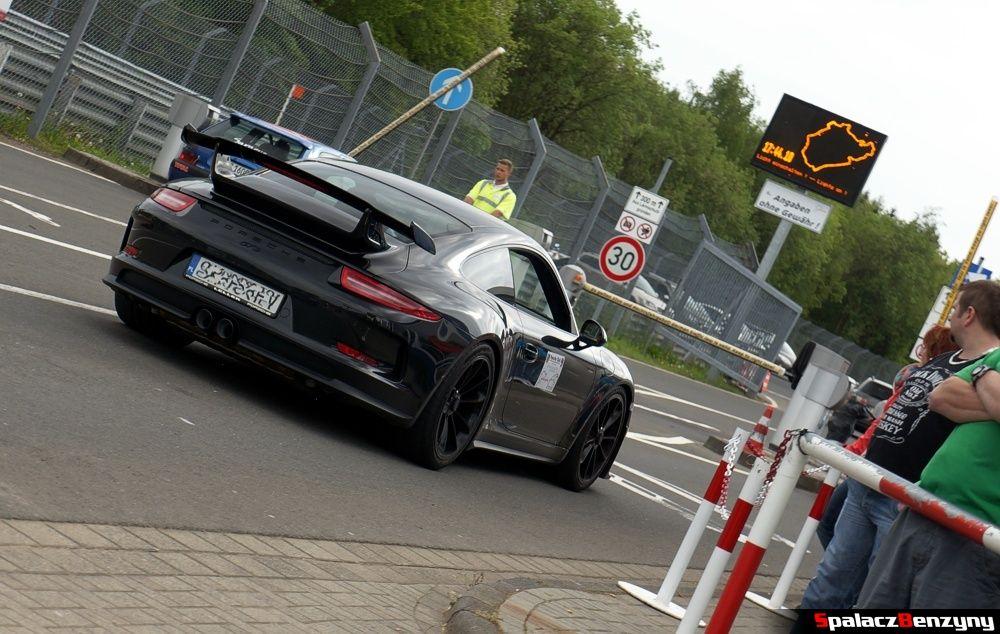 Porsche 911 GT3 black na Nurburgring Nordschleife 2015