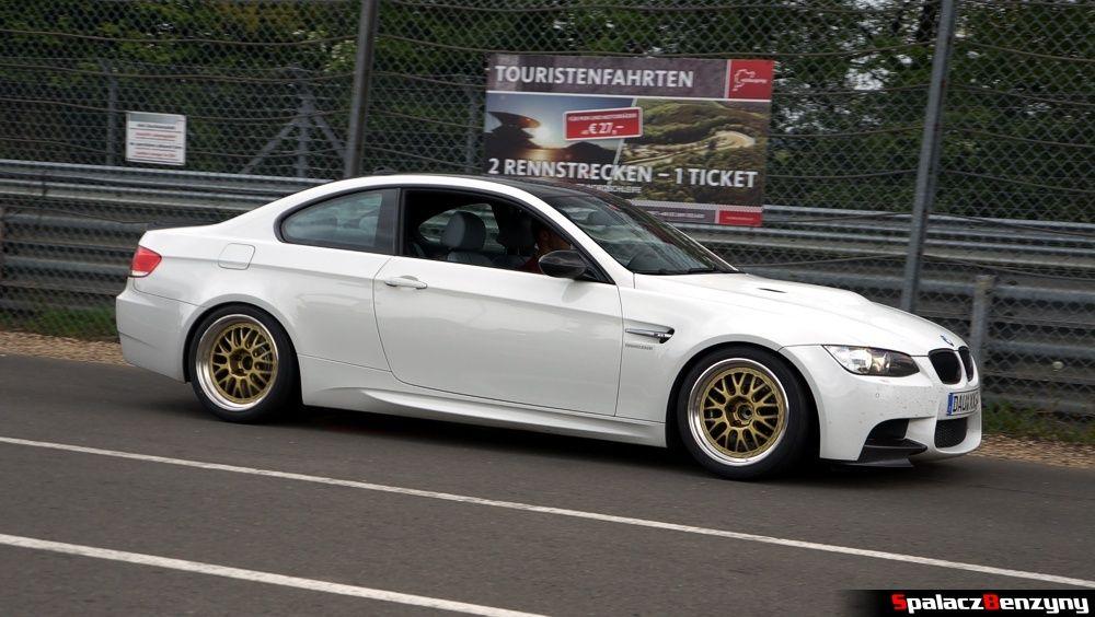 BMW M3 V8 białe na Nurburgring Nordschleife 2015