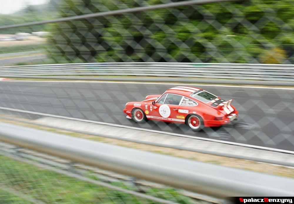 Klasyczne Porsche czerwone Nurburgring Nordschleife 2015