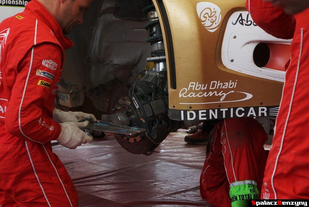 Serwis przy kole Citroen DS3 na Rajd Polski 2014