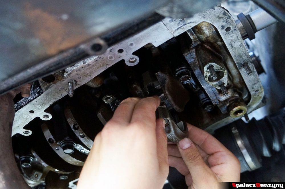 Dokręcanie korbowodu do wału remont silnika Honda Civic