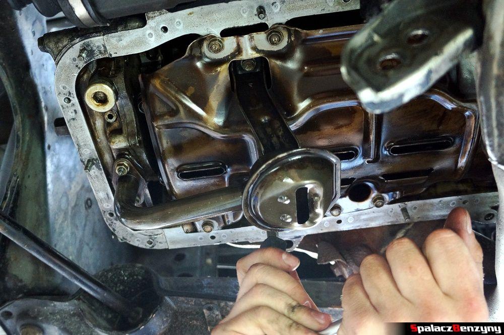 Smok zasysający olej z miski Honda Civic