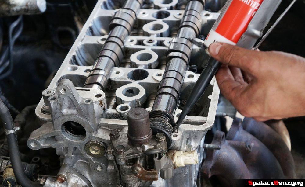 uszczelnianie silikonem wałków rozrządu Honda Civic
