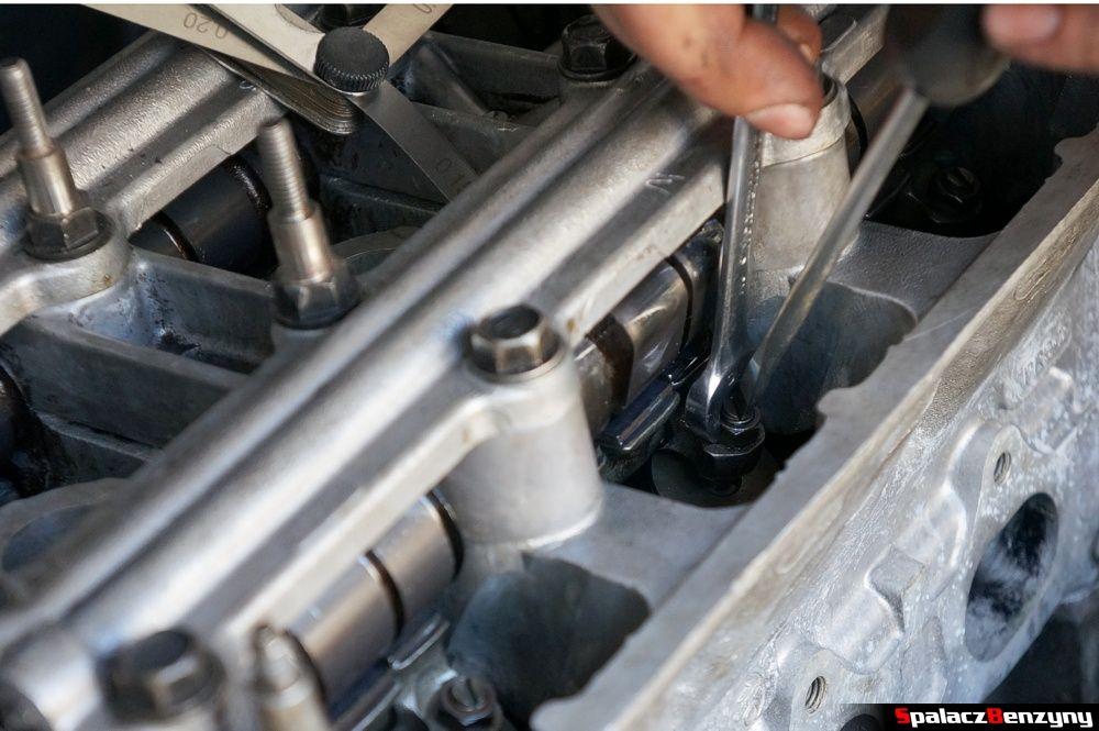 Ręczna regulacja luzów zaworowych Honda Civic