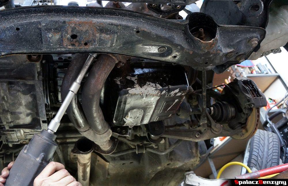 wykręcenie kolektora silnika Honda Civic